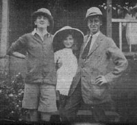 1921 Pearl Hood with her parents in Uganda